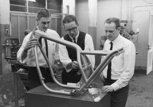 Jim Corpe, John Taylor and Dick Mann examine an Ossa Yankee 500Z prototype frame
