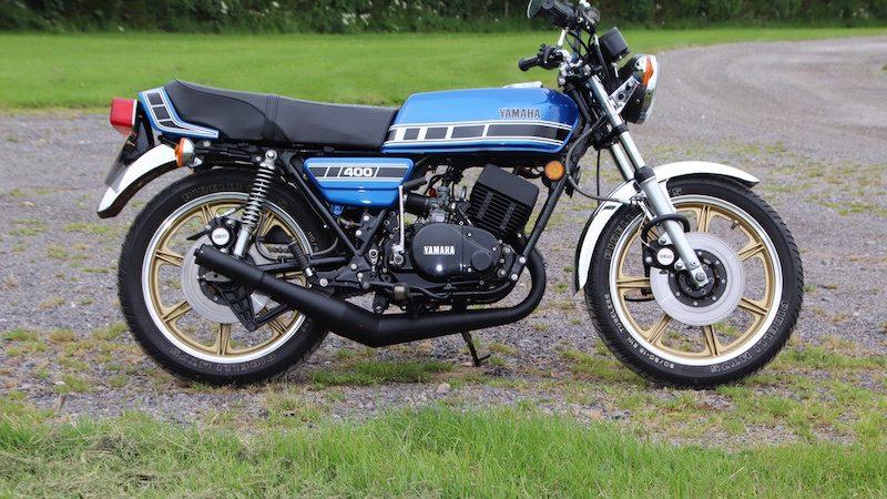 Yamaha RD400 in blue